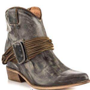 Matiko Raina black leather boot